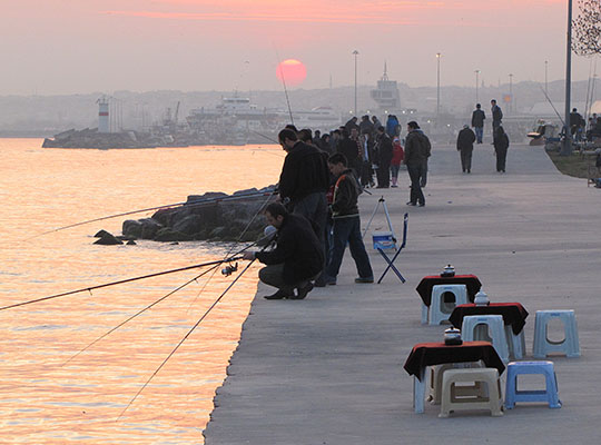 anglers on the Sea of Marmara, Istanbul at The Cheshire Cat Blog