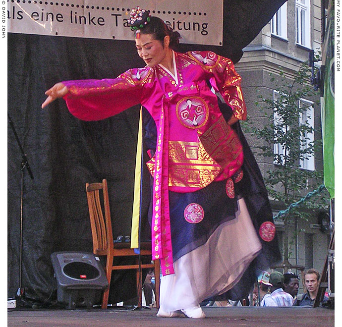 Traditional Korean dance performed during Weltfest am Boxhagener Platz at The Cheshire Cat Blog